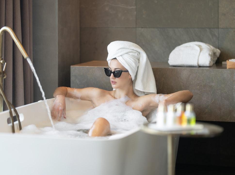 glamorous woman in bathtub, woman in bathtub, cat-eye sunglasses, woman in bathtub with cat-eye sunglasses, woman in bathtub with bubbles,10 great reasons to hire a stylist, online personal styling, online personal stylist,